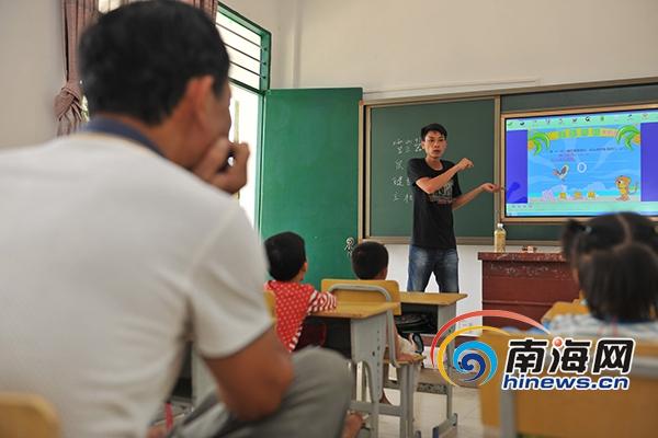 万宁农村学校用上多媒体教学设备以后还要直播