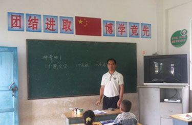 张国全:深山坚守17年 呵护山里娃求学梦