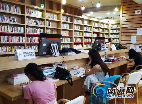 <b>世界读书日|记者调查发现:文史类书籍最受海南人欢迎</b>