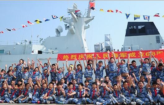 高清| 舰艇开放日 三亚上千名市民登军舰参观