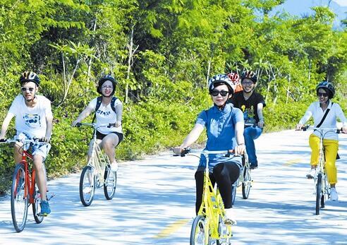 """中廖村举行骑行活动 骑友称为""""三亚最美赛道"""""""