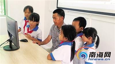 企业捐助电脑等设备屯昌贫困山乡小学有了多媒体教室