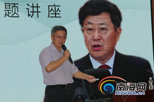 """<b>迟福林海南省图书馆做演讲:经济全球化下如何推动中国""""二次开放""""</b>"""