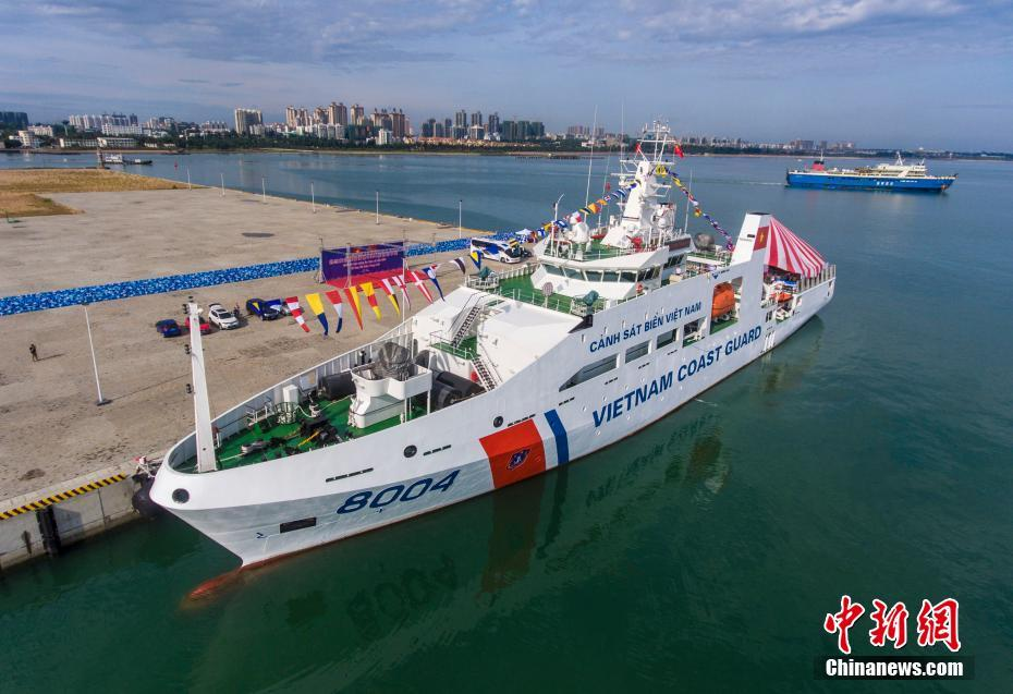 越南海警8004船在海口举行舰船开放日 小学生登船参观