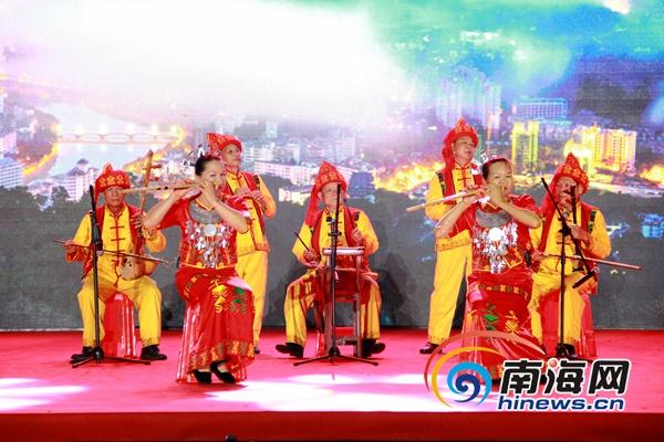 五指山举办中国旅游日系列活动展示十大名菜、红茶茶艺