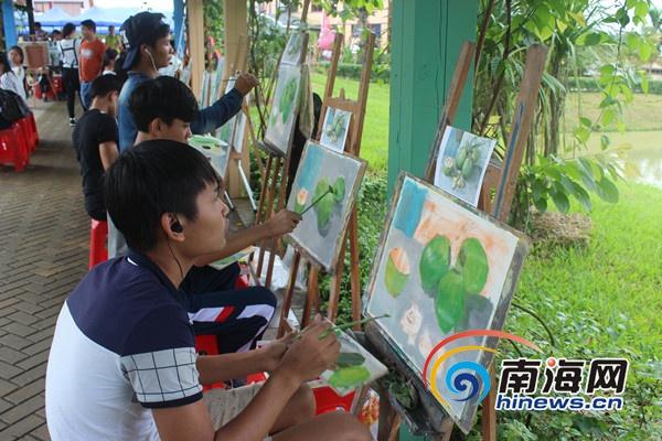 屯昌农博会民间技能大赛现场油画临摹比赛举行