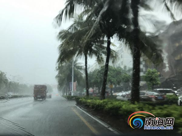 """""""520""""暴雨致海口城区多路段积水"""