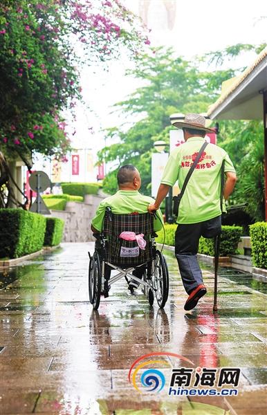 第二十七个全国助残日:64名残疾人相聚三亚体验无障碍出行