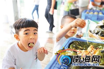 2019年海南名粽展销会迎客流小高峰游客一日尝尽海南粽