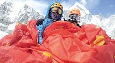 50岁重庆大叔成功登顶珠峰
