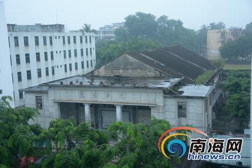 海口40年龙塘戏院面临拆迁 昔日老放映员盼保留门牌建筑