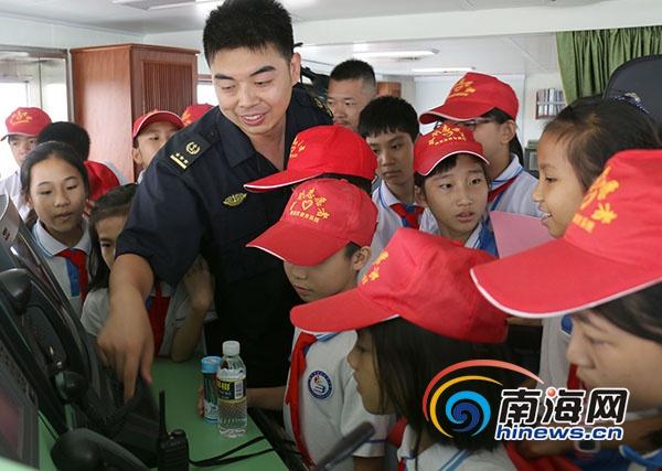海南首个船艇青少年爱国主义教育基地举行主题活动