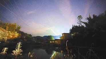 广东夜空现绿火流星 持续时间仅数秒