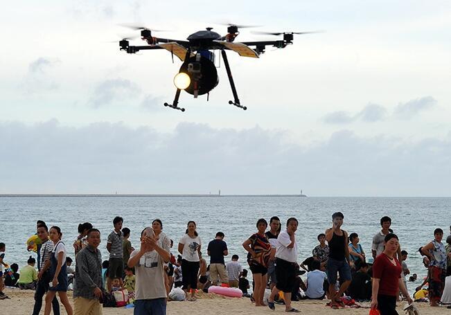 """高清:救援无人机亮相三亚海滩 护航端午""""洗龙水"""""""