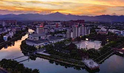 美翻了!保亭七仙河畔灯火璀璨 装扮山城