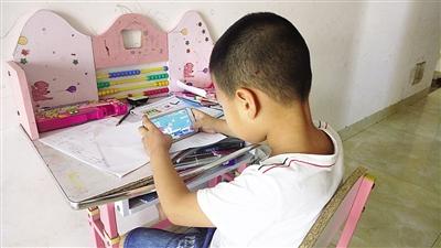 海口5岁熊孩子拿妈妈手机玩游戏一个月充值近2000元