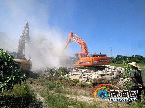 三亚吉阳区拆除绕城高速30处违建 还景于民