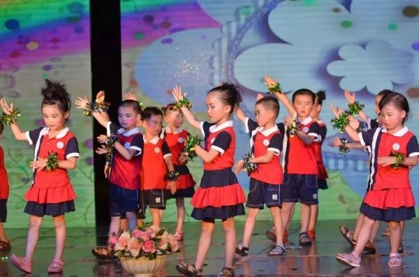 星幼儿园举办 快乐童年 放飞梦想 文艺汇演
