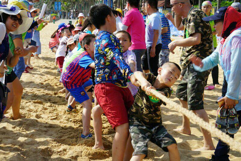 """龙华区""""多彩童年六月狂织梦视频教程嗨节"""" :多彩织梦 让孩子们快乐发展"""