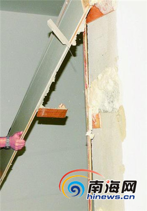 海口天地·凤凰城这样精装修:墙角渗水 踢角线一踹就掉