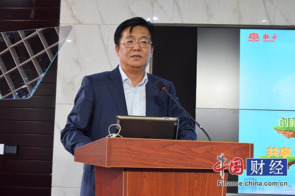 牡丹集团的前身――北京电视机厂从国外引进了彩电生产线,生产牡丹牌1
