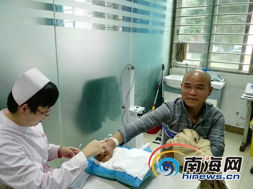 """澄迈""""献血达人""""连续19年献血15万多毫升带领村民组团献血"""