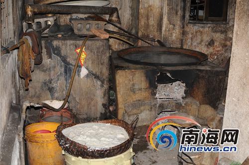 酿酒原料铺地风干米酒 海口一无证无照米酒作坊被端