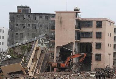 暴雨来袭棚改不停歇 月川安置区10栋房屋被拆