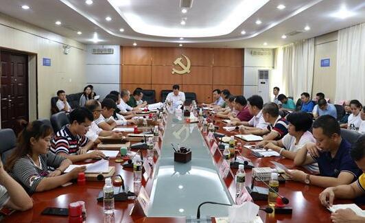 昌江与8家扶贫企业签订产业扶贫合作协议