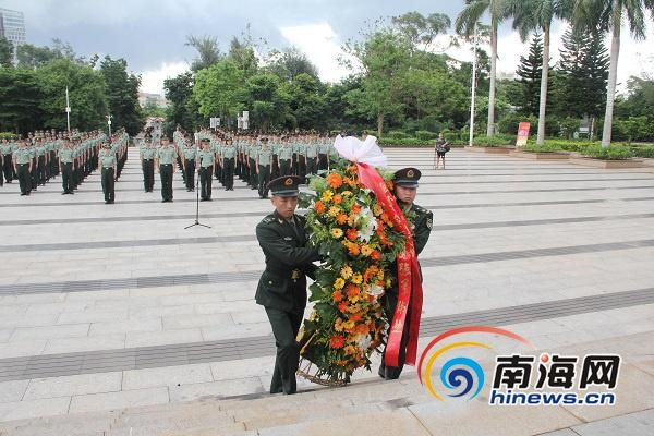 """200余名官兵""""七一""""烈士陵园祭扫缅怀英烈"""