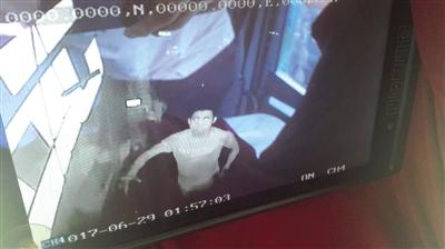 事发高速路昌江段:司机车上睡觉油箱里3000多元柴油被偷走