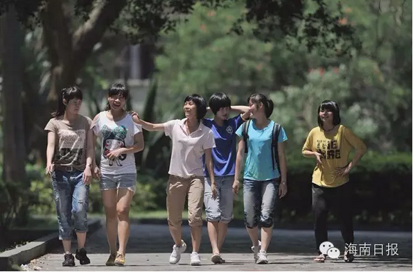 海南女足首夺全运会笼式足球冠军 载誉归来
