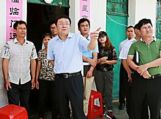 儋州市委书记张耕到两个乡镇调研脱贫攻坚等工作