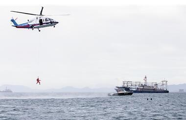 三亚举行海上联合救援演习