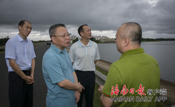 沈晓明在定安县调研 强调要增强城乡居民幸福感
