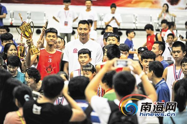 篮球国手易建联:要为海南三人篮球做点实在事