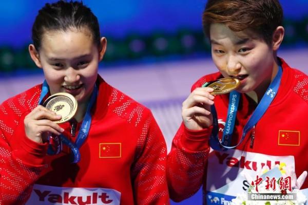 组图:国际泳联世锦赛跳水比赛 彭健烽夺金何超摘银