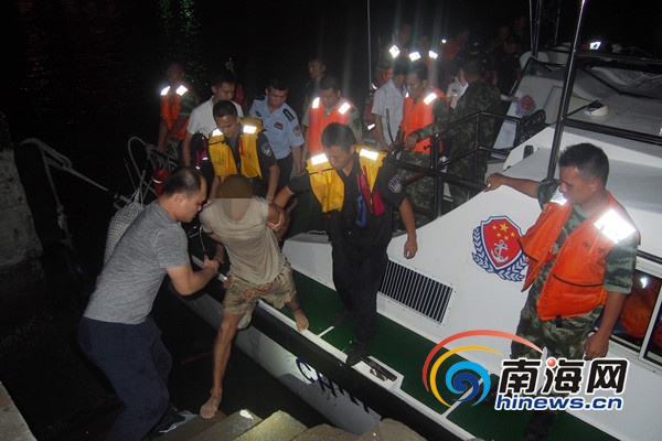 三亚:男子砍伤保安跳海逃跑海警出摩托艇搜索将其抓获