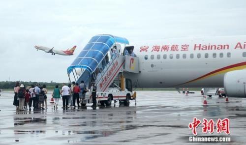 海南航空hu485从海口至马尼拉航班,19日晚19:45飞抵菲律宾首都马尼拉