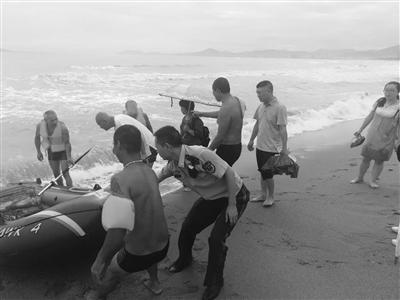 3名游客买皮划艇下海抓鱼被困 三亚海事搜救中心成功解救