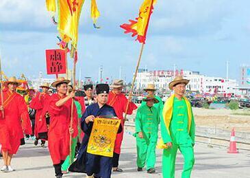 三亚渔民启动巡游 用传统方式祈求平安与丰收
