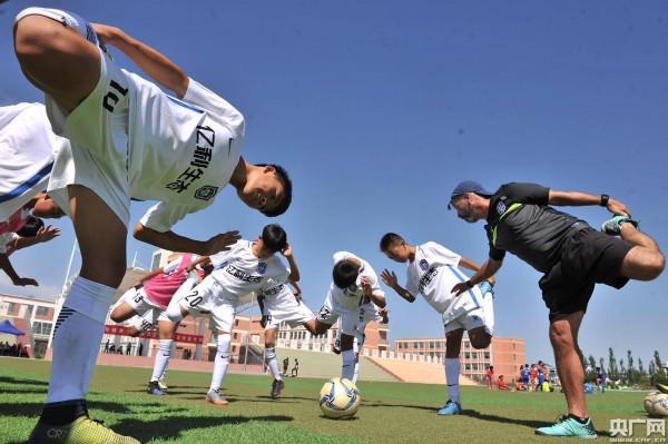 中超第一支青少年足球队开启库布其沙漠夏令营