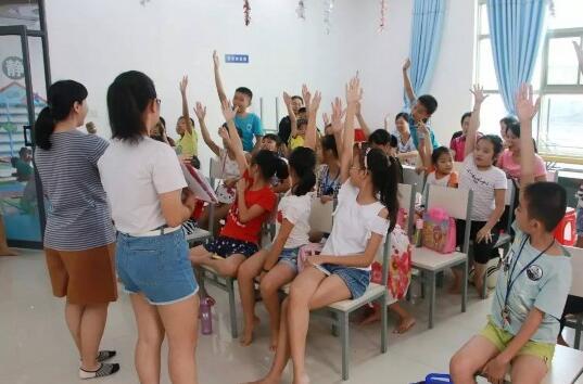 保亭图书馆举办暑期少儿认字游戏、猜成语活动