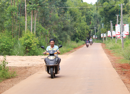 出门见公路抬腿上公交 临高完成自然村通硬化路465公里