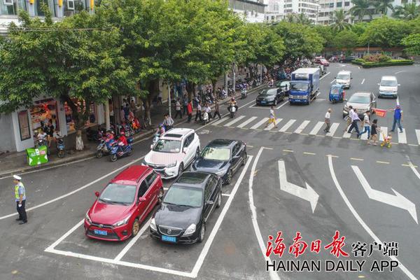 海口设首条灵活车道停车位外置路段 处理拥堵困难