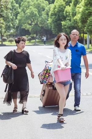 浙传报到日 鲜肉美女云集!(组图)