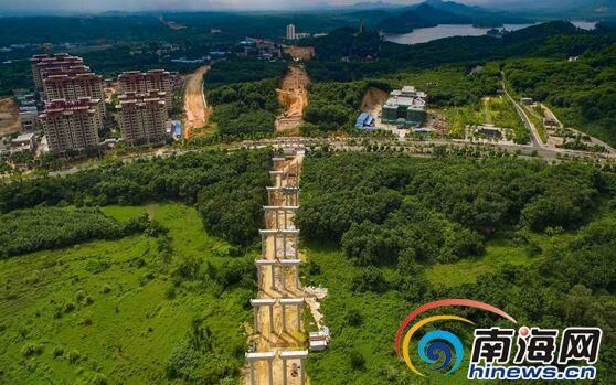组图:万洋高速路穿过儋州那大城区 10月架设箱梁