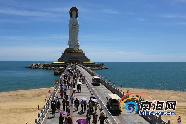 三亚南山黄金周首日迎客1.3万余人次 散客是主力军