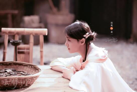 """郑爽古装""""萌妹""""形象曝光 新书大卖心情好"""