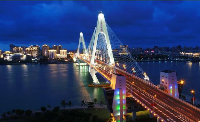 瞰海南:航拍国庆之夜的海口 华丽璀璨[高清组图]
